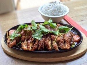 Vintuna Kuchnia Tajska - Chrupiąca kaczka na gorącym półmisku